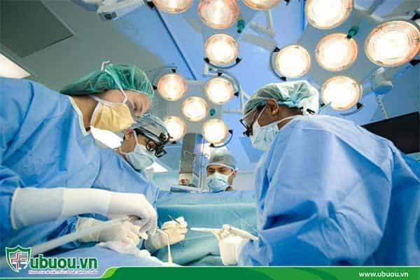 Phẫu thuật cắt bỏ khối u ung thư biểu mô tế bào gan