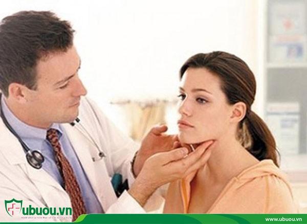 Khám lâm sàng ung thư tuyến giáp di căn hạch cổ