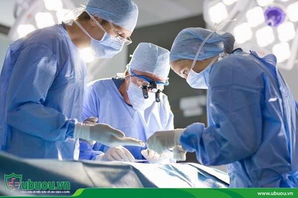 Phẫu thuật loại bỏ khối u và hạch