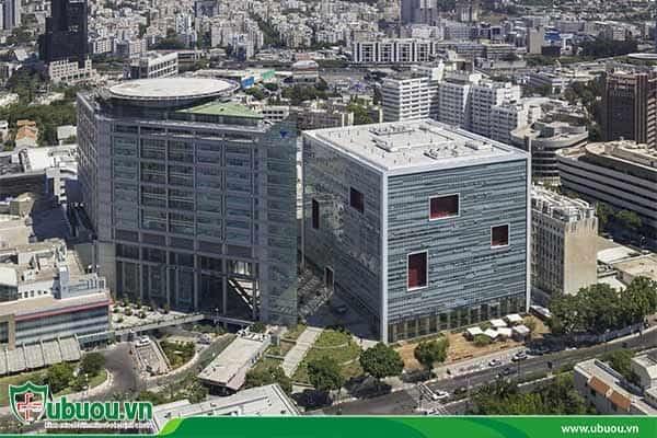 Trung tâm y tế Sourasky có các bác sĩ chuyên điều trị các bệnh ác tính