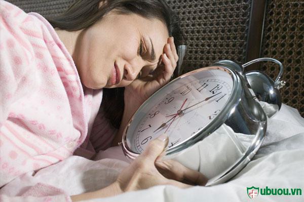 Đau đầu, mất ngủ là biểu hiện của bệnh tuyến giáp