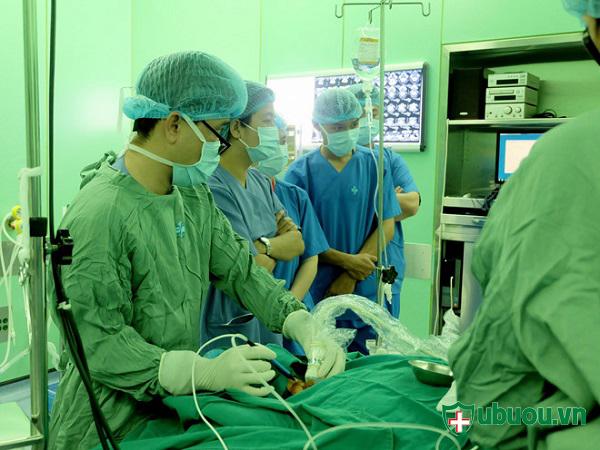 Điều trị bệnh phình tuyến giáp bằng phương pháp nội soi