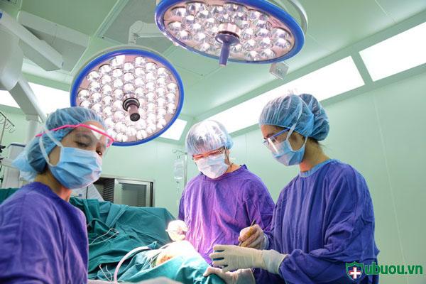 mổ mở để chữa u xơ tử cung