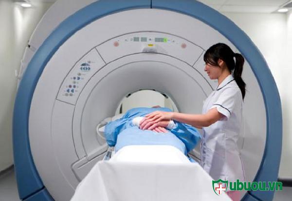 Điều trị u tuyến giáp bằng xạ trị i ốt 131