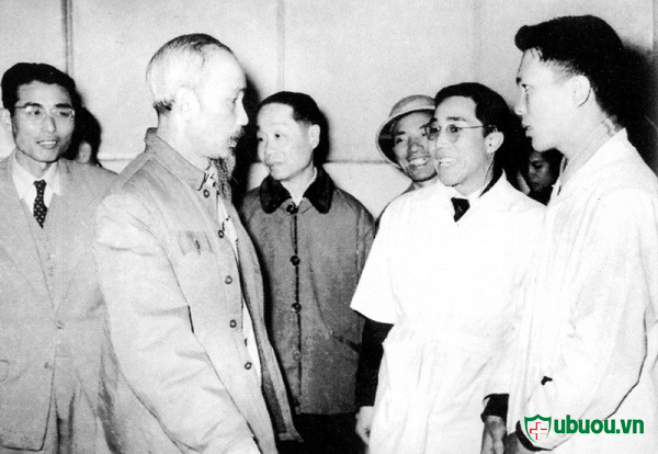 Hồ Chủ Tịch thăm bệnh viện bạch mai năm 1960