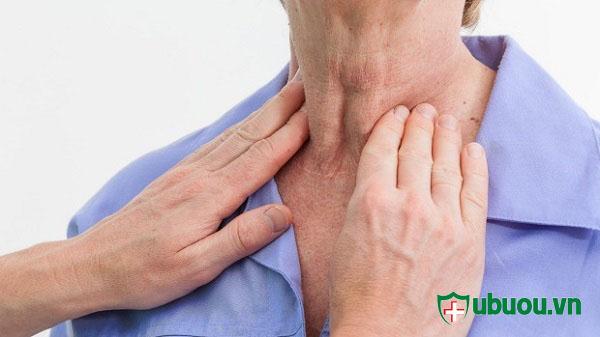Khám chữa bệnh u tuyến giáp bằng cảm quan bên người
